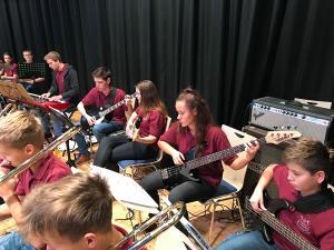 2017 - 12 - 03 | Jugend - Evangelischer Adventsbazar